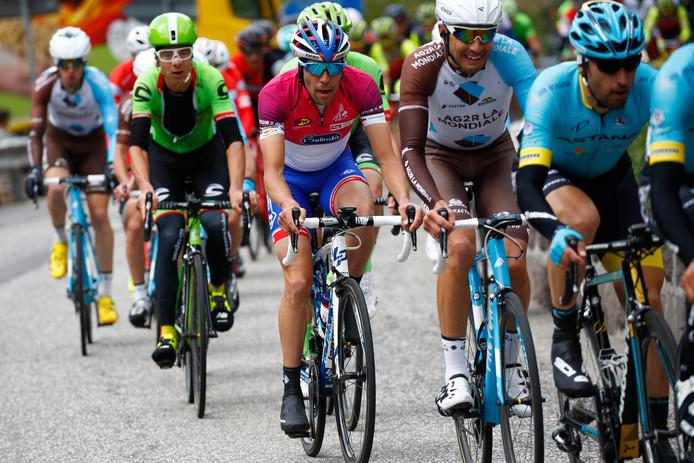 De renners tijdens de Ronde van de Alpen.