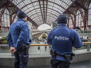 Melder vals bomalarm in Centraal Station veroorzaakt ook zwaar ongeval met politieagenten
