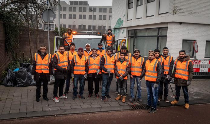 De Ahmadiyya Moslim gemeenschap ruimt vuurwerk op in het centrum van Eindhoven.