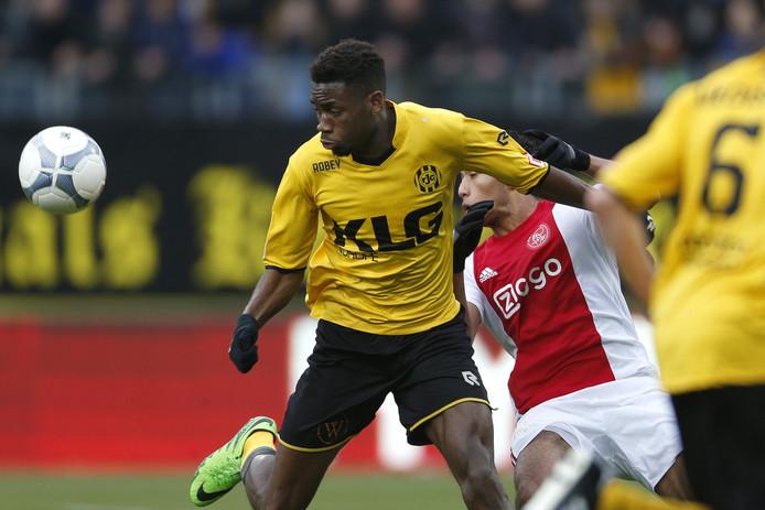 Maecky Ngombo namens Roda JC in actie tegen Ajax, 31 januari 2016.