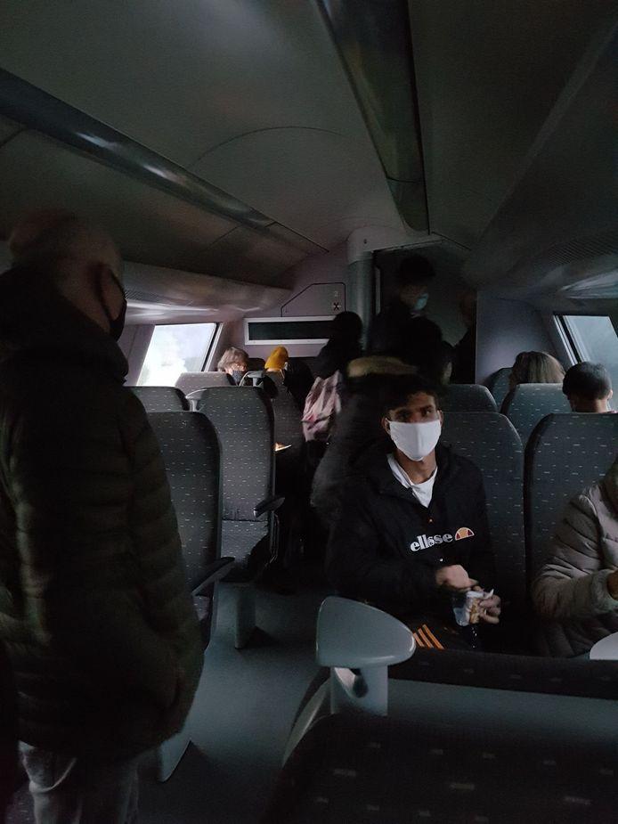 Het duurde een poosje vooraleer de reizigers de trein konden verlaten.