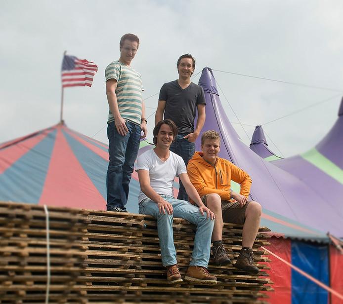 Vier vrienden begonnen met een feestje dat uitgroeide tot een festival met grote artiesten. Vlnr. Sander Veldhuis, Tom van Bentheim, Ruud Krikhaar en Ramon Oude Wesselink.