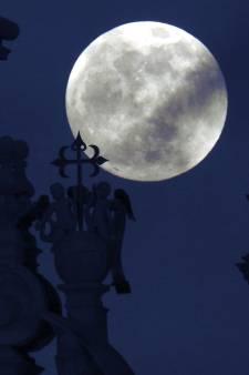 Morgenavond een supersneeuwmaan: de grootste en felste maan van 2019