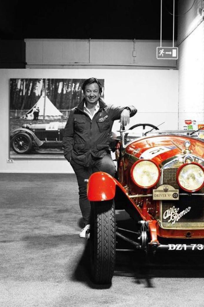 Initiatiefnemer James Poll bij een klassieke Alfa Romeo.