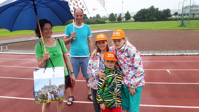 Carmen Merkx, Frank van Hoof, Damine. Bastjan en Annora 'bewogen' in Den Bosch West