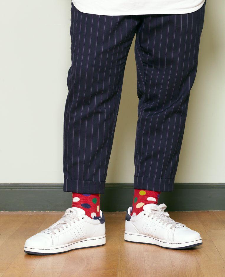Wie zijn lange naam intikt in Google Images ziet een vrolijk uitgedost heerschap in knalblauwe pakken, grasgroene jasjes, roze sokken, gele broeken, kekke pochetjes, wufte sjaaltjes, sieraden, bolhoeden en tweedpetten. Een feest voor het oog.  Beeld Daniel Cohen