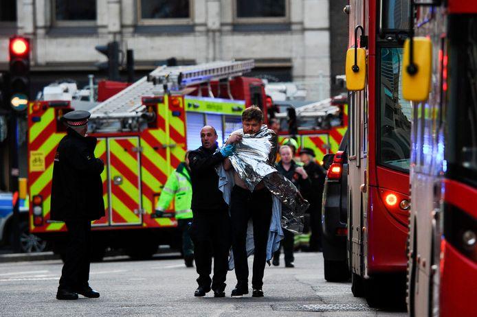 De dader stak vijf mensen met een mes. Twee van hen stierven later in het ziekenhuis.