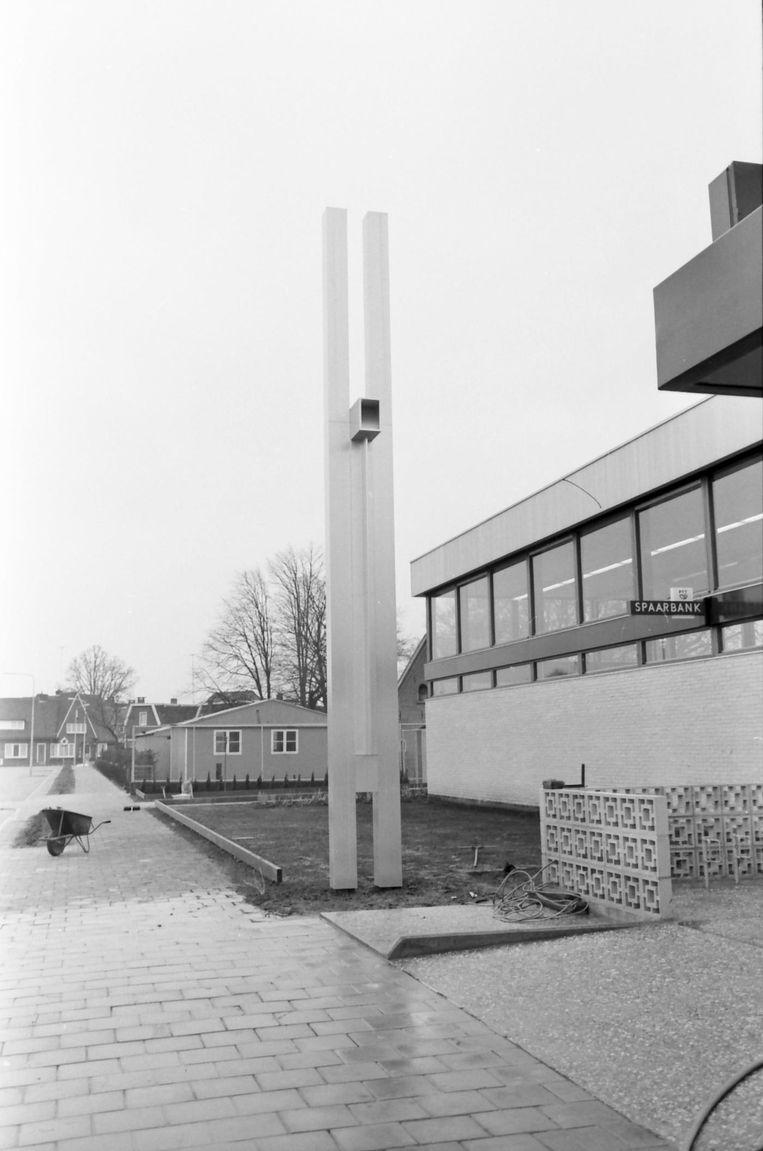 Het kunstwerk ten tijde van de opening van het postkantoor in Raalte. Beeld Herman Aa/Raalte-clopedie.nl