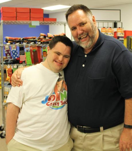 John (21) heeft syndroom van Down, én een miljoenenbusiness in sokken