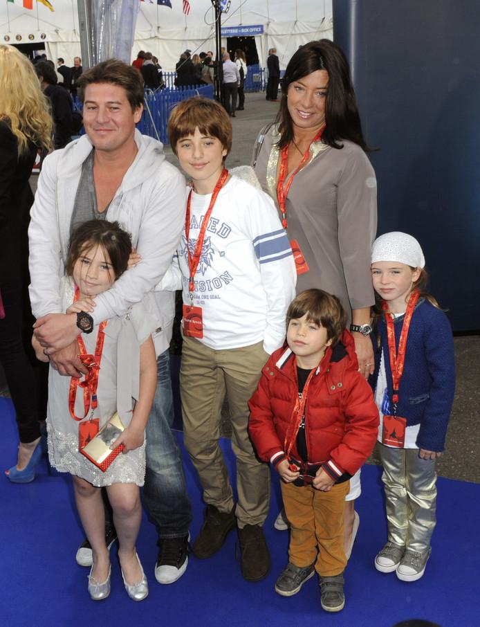 Martijn Krabbe met Amanda Krabbe en hun kinderen Bickel, Michelle, Jasmijn en Achilles in 2012