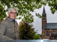 Theo moet elke week zelf de kerkklok in Boskamp op de juiste tijd zetten: door het weer heeft de klok kuren