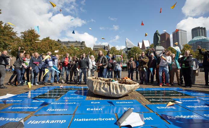 De protestgroepen verzamelden zich op het Plein in Den Haag.