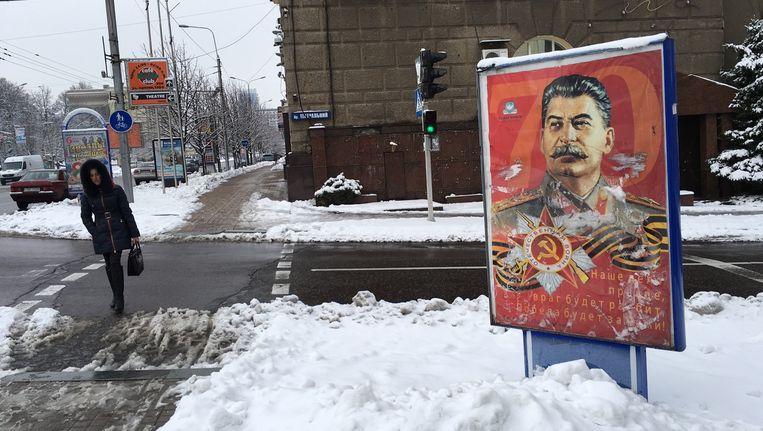 Een poster van Stalin in Donetsk. Beeld Fleur de Weerd