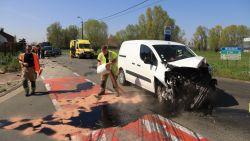 VIDEO. Drie gewonden bij zware crash op gevaarlijk kruispunt Voshoek
