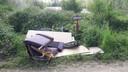 Dumpen van afval in Maasheggengebied bij Beugen.  De tarieven van het storten van gewoon afval blijven gehandhaafd.