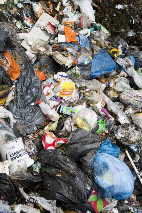 Stop maar met sorteren! Plastic en blik mag vanaf nú bij het restafval