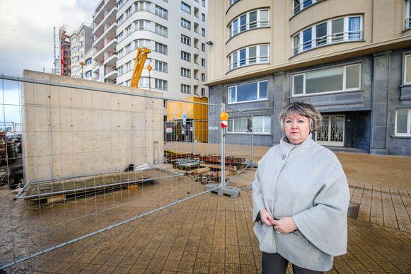 Elsie Achtergaele werd naar eigen zeggen verkeerd geïnformeerd bij bewonersvergaderingen. Nu staat ze voor een voldongen feit.