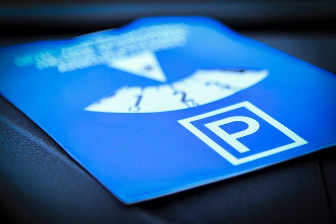 De gemeente Moerbeke bestudeert de optie om blauwe zones in te voeren voor kortparkeren aan handelszaken.