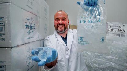 """Gouden tijden voor Thibaud: """"We maken al 10 ton ijsblokjes per dag"""""""