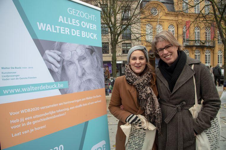 Elena Rynaert en Elke Vandersypen werken aan een biografie van Walter De Buck in Gent.