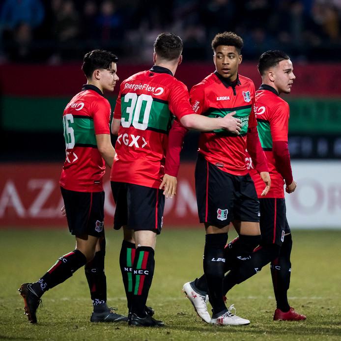 NEC'er Arnaut Groeneveld (tweede van recht) nadat hij de 1-0 maakte tegen FC Volendam.