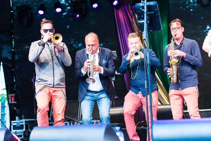 Waarnemend burgemeester Peter van der Velden (tweede van links) maakte tijdens Big Rivers 2017 zijn opwachting op het podium.