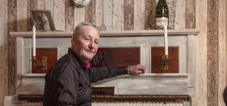 De liefde voor zijn overleden zoon en de muziek houdt volkszanger Willie Marsman uit Glanerbrug op de been