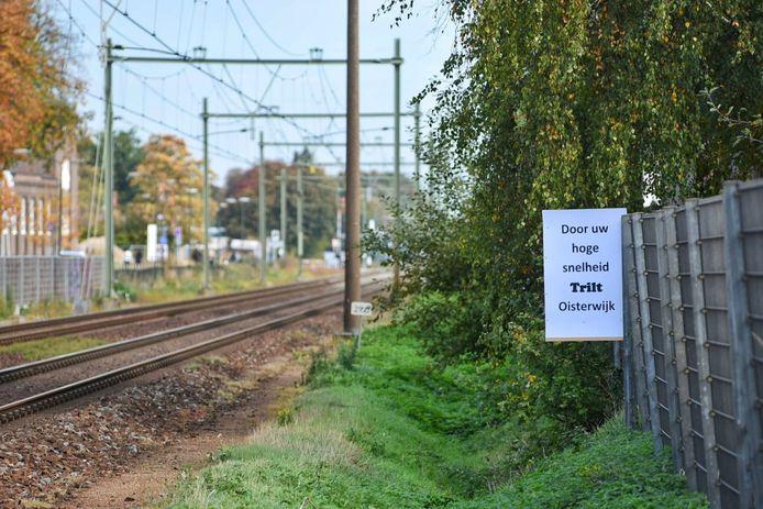 Actiegroep Oisterwijk Trilt roept machinisten op vaart te minderen.