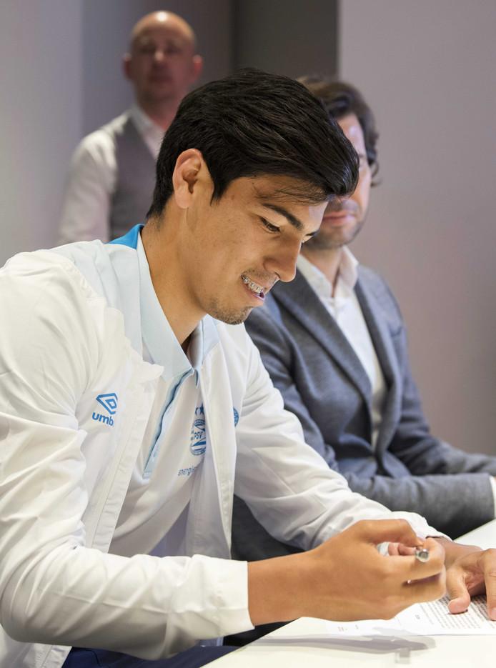 Érick Gutiérrez tekent zijn contract bij PSV.