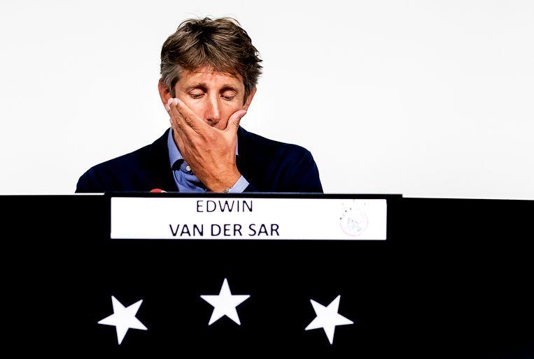 Algemeen directeur Edwin van der Sar van Ajax tijdens de persconferentie over Abdelhak Nouri. Van der Sar gaat in op nieuwe informatie die beschikbaar is gekomen rond de situatie van Nouri, na zijn ongeval tijdens de oefenwedstrijd tegen Werder Bremen op 8 juli 2017. Beeld ANP