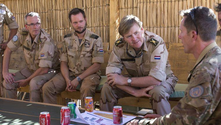 Koning Willem-Alexander bezoekt Nederlandse troepen in Mali. Beeld anp