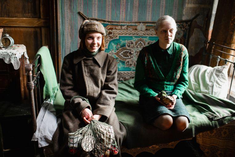 Vasilisa Perelygina en Viktoria Mirosjnitsjenko in Beanpole. Beeld