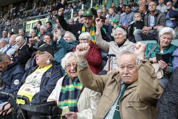 Enthousiamse op de Grijze Reigâh Tribune tijdens ADO - FC Groningen.