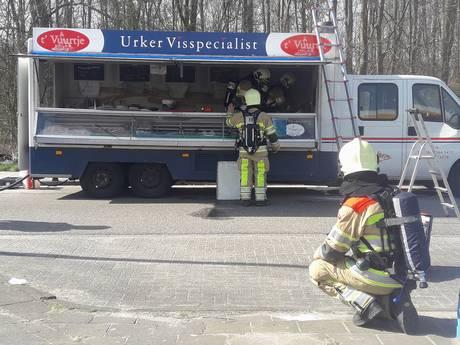Vishandel 't Vuurtje vliegt in brand onderweg naar Urk