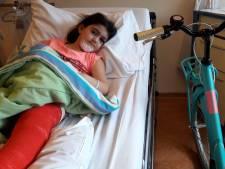 Basma (7) krijgt nieuwe fiets van Batavus nadat er een boom op haar viel