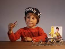 Van Aert brengt handtekening naar superfan Bobbie (5): 'De betaling regel ik wel met je ouders'