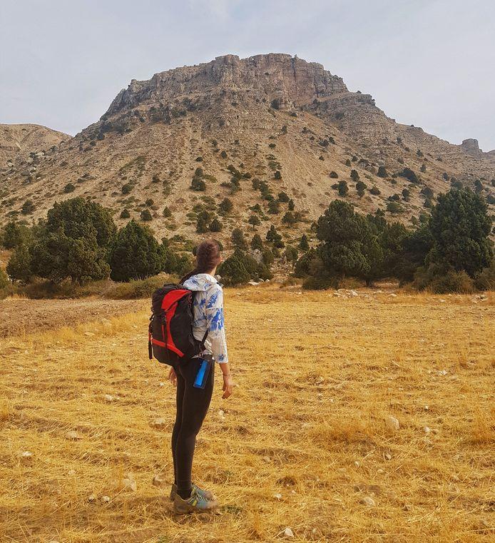 Tara Kenkhuis tijdens haar wandeltocht door Libanon.