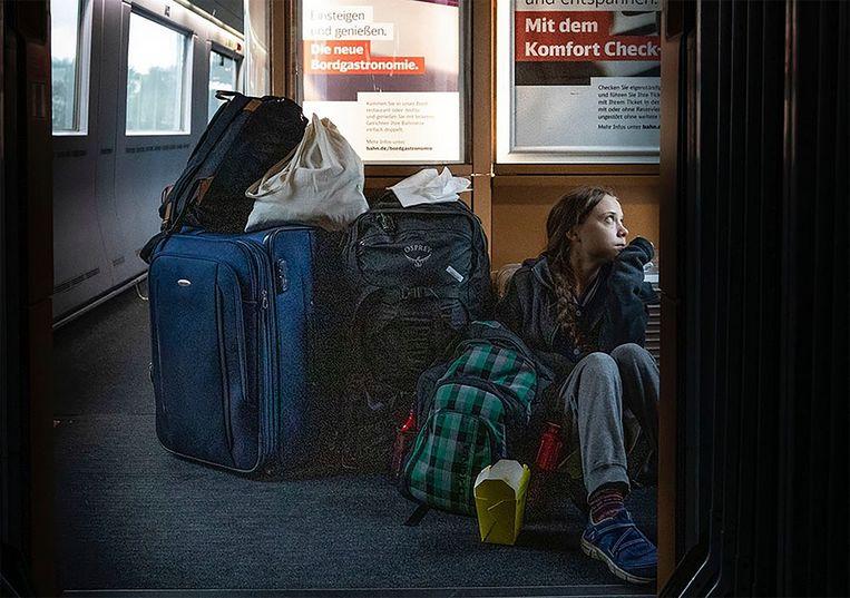 'Op reis door Duitsland in overvolle treinen', schreef Greta Thunberg bij haar foto. Beeld AP