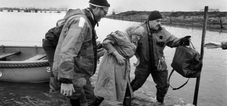 Reddingsbrigades oefenen evacuatie bij Megen en Maasbommel