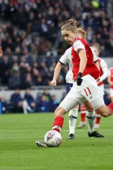 Miedema helpt Arsenal aan zege op Spurs voor 38.262 toeschouwers