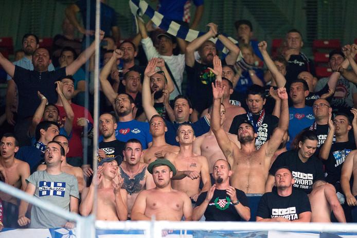 De fanatieke aanhang van NK Osijek.