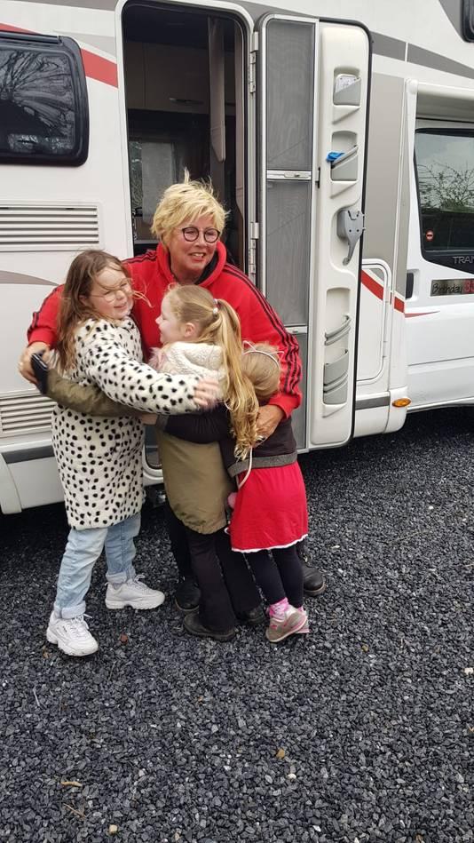 Anita: de kleinkinderen  knuffelen!