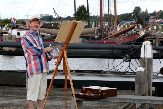 Piet Schaap werkt graag op locatie, bijvoorbeeld voor zijn maritieme kleurboek.