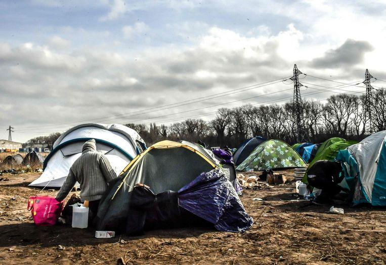 Een migrantenkamp bij Calais (Archiefbeeld).