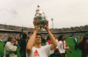 Sjaak Troost met de KNVB- beker in 1993.