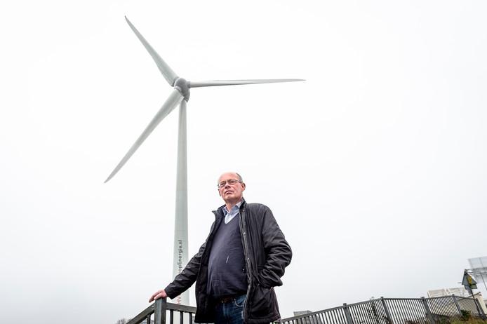 Barendrechter Kees Pieters pleitte opnieuw voor de bouw van de turbines op zee in plaats op land.