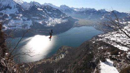 Spectaculair: man stunt 900 meter boven Zwitsers meer