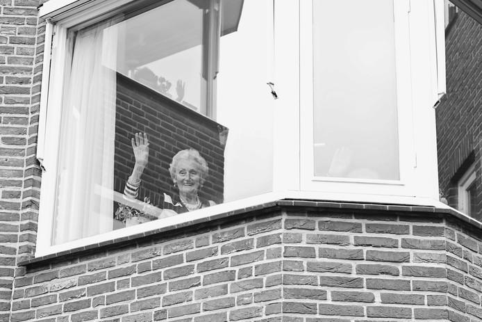 De foto's die Suzan Reuvers maakt voor haar project 'Reflecties Oldenzaal' zijn vanaf eind dit jaar in stadstheater De Bond te zien.