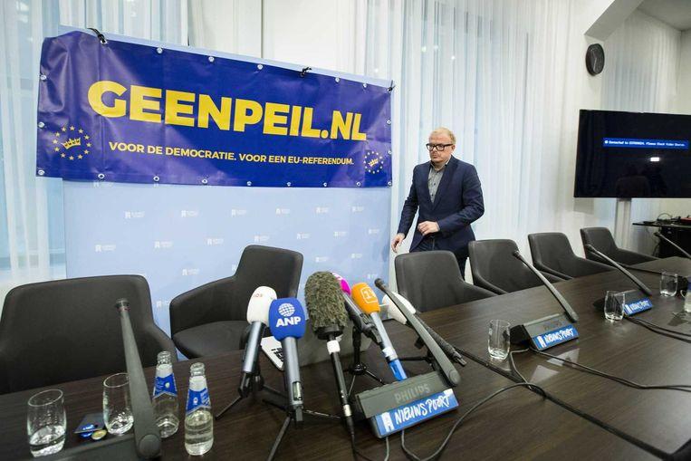 Foto: Jan Roos, één van de initiatiefnemers van GeenPeil. 'Waar politici normaal hoge opkomstcijfers bij verkiezingen toejuichen, zou het Haagse beleidsbepalers waarschijnlijk niet slecht uitkomen als de kiezer op 6 april thuisblijft.' Beeld anp