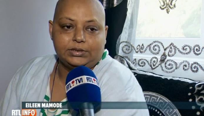 En vacances en Belgique, elle a appris qu'elle souffrait d'un cancer en phase terminale. Elle ne peut plus prendre l'avion et n'a pas de mutuelle chez nous.